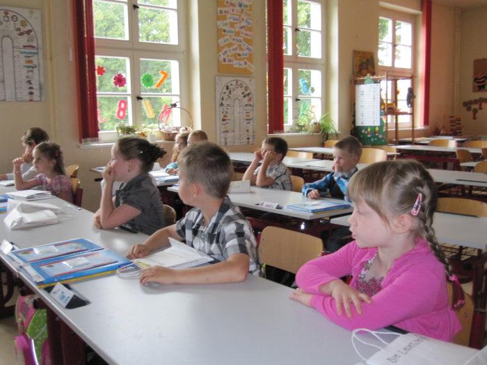 http://blog4schools.de/diesterwegbeelitz/wp-content/uploads/sites/8/2011/09/einschulung_01.jpg
