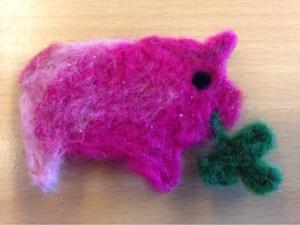 Dieses Glücksschweinchen hat Fientje ebenfalls im Textilunterricht gefilzt! ;-)
