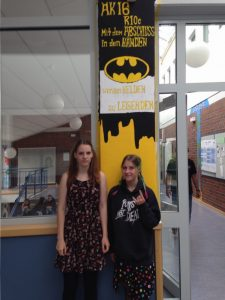 Coole Batman-Säule oben vor dem Kunstraum!