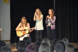 """Kerrin, Lilly und Pia sangen """"Thousand years"""""""