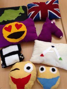 Die Textilgruppe der R7b hat diese Kissen selbst entworfen und genäht