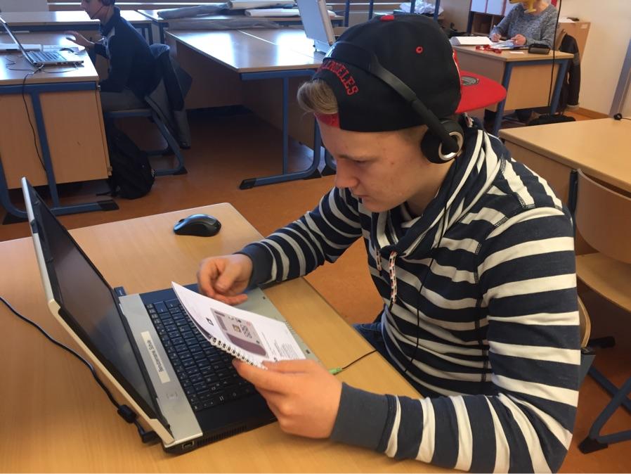 Kelvin hoch konzentriert bei den Aufgaben...