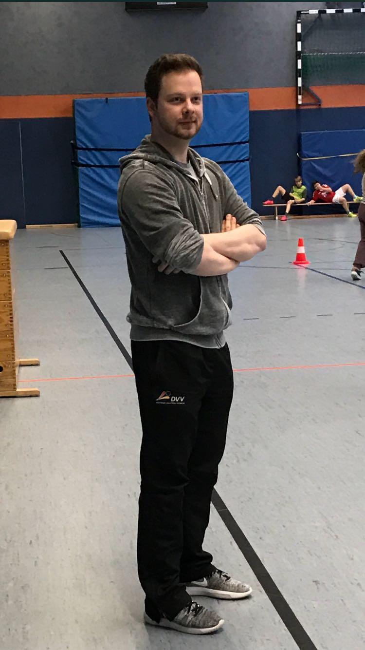 Herr Stollen beim Völkerballturnier der 5. ten Klassen am 26.01.2017